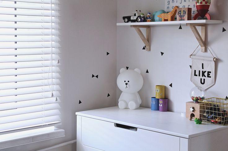 Żaluzja Drewniana w pokoju dziecięcym.