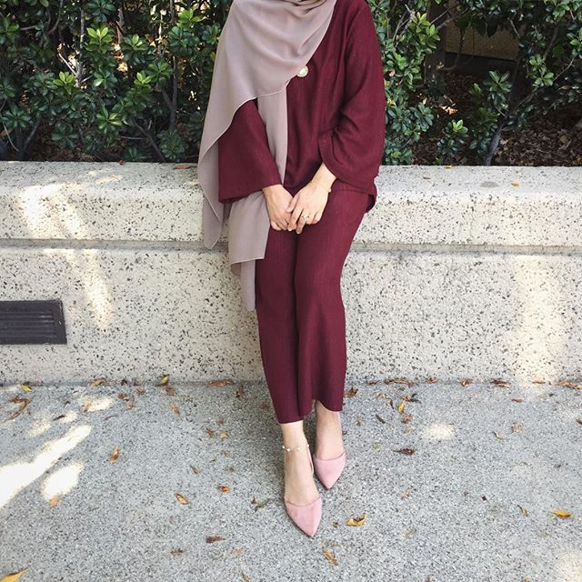 Pinterest: @eighthhorcruxx. Pretty. Burgundy and blush pink. @shooshz /Amaliah.co.uk #hijab #hijabfashion #hijabstyle #hijabstreetstyle #modest #modestfashion #abaya #muslimah #muslim #style #ootd #outfitideas #outfitinspo #eighthhorcruxx