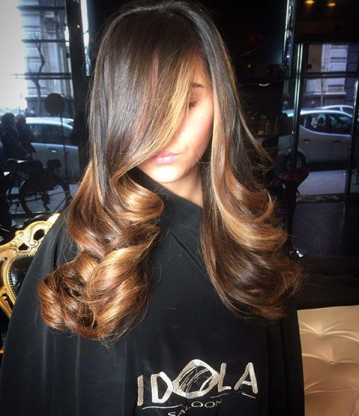 "Idola Saloon via Duomo 136-140 on Instagram: ""Illumina i tuoi capelli senza obbligo di ricrescita con la nostra tecnica Sunbeam base tonalità castano naturale lunghezza mix nuance nocciola caramello Hair IDOLA SALOON VIA DUOMO 138 (NA) ❤️Per info 334 1826714 whatsapp #Shatush #idola #parrucchieri #arte #napoli #bolzano #milano #ravenna #hair #lipari #formia #angri #bari #torino #cortina #taormina #perugia #milano #blogger #ancona #pescara #extension #hairextension"""