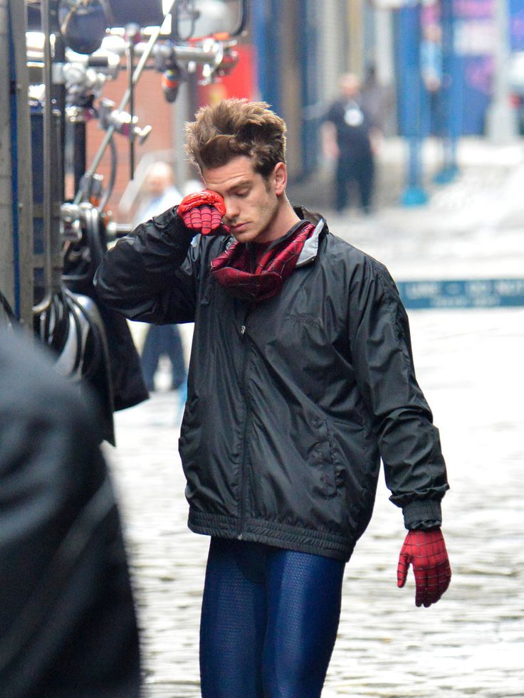 Andrew Garfield on set of THE AMAZING SPIDER-MAN 2