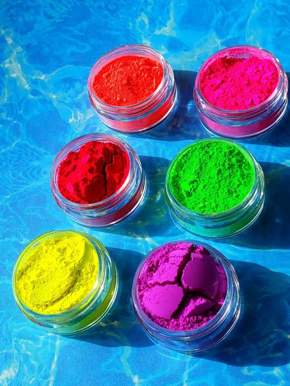 Feel beautiful in our pure mineral based cosmetics without