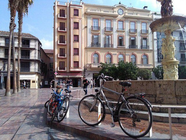La falta de inversión en infraestructuras seguras para ir en bicicleta y caminar contribuye a la muerte de millones de personas y no permite aprovechar esta forma de movilidad para contribuir a la lucha contra el cambio climático, según un nuevo informe de ONU Ambiente.