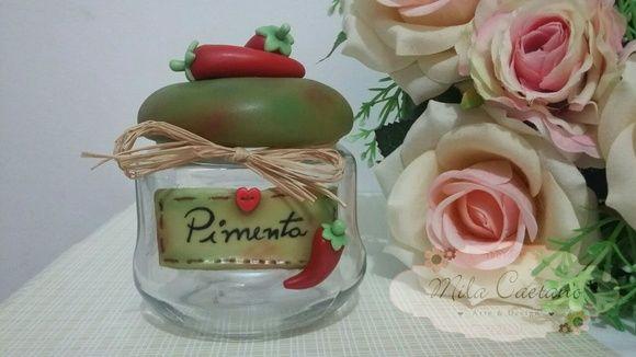 Pote de vidro trabalhado com apliques em biscuit e técnica de pintura country