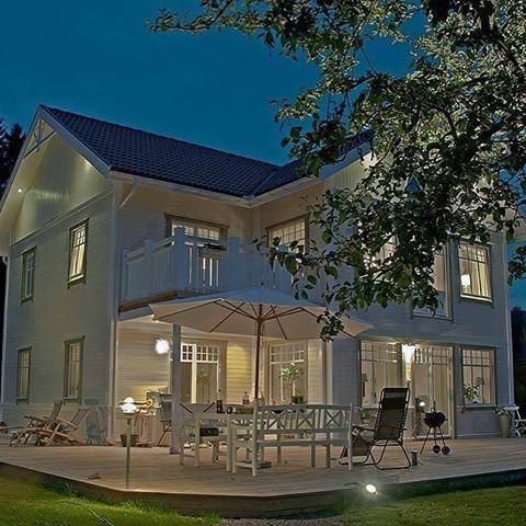 Vår kunds variant av huset Rödhaken. Visst är den helt fantastisk? vad vill ni se för bilder? #hus #villa #bygganytt #nytthus #husbygge #byggahus #exterior #exteriör #exterior #modernliving #finahem #lösvirkeshus #rödhaken
