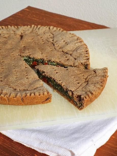 Torta salata integrale con spinaci, ricotta e pomodori secchi