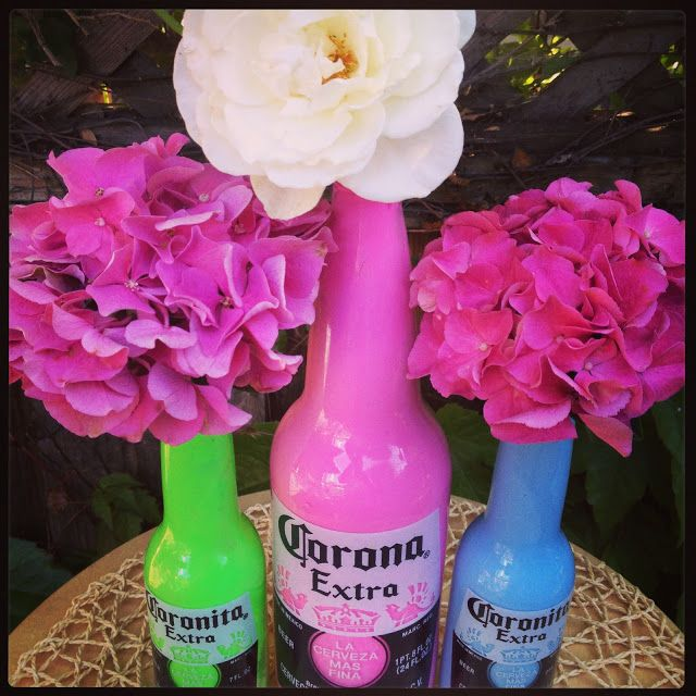 Centros de mesa originales. Botellas de Cerveza Corona.