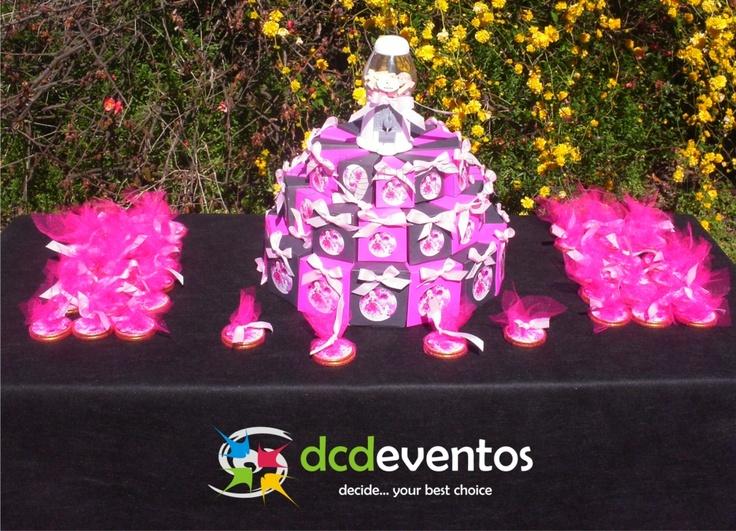 Mesa Temática Barbie. Cake box y souvenirs.