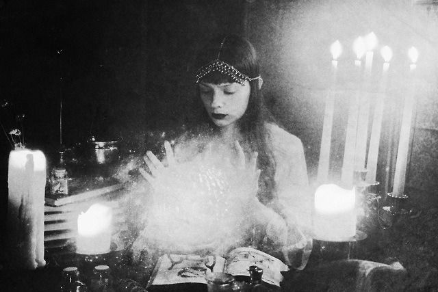 Witch or soothsayer ?