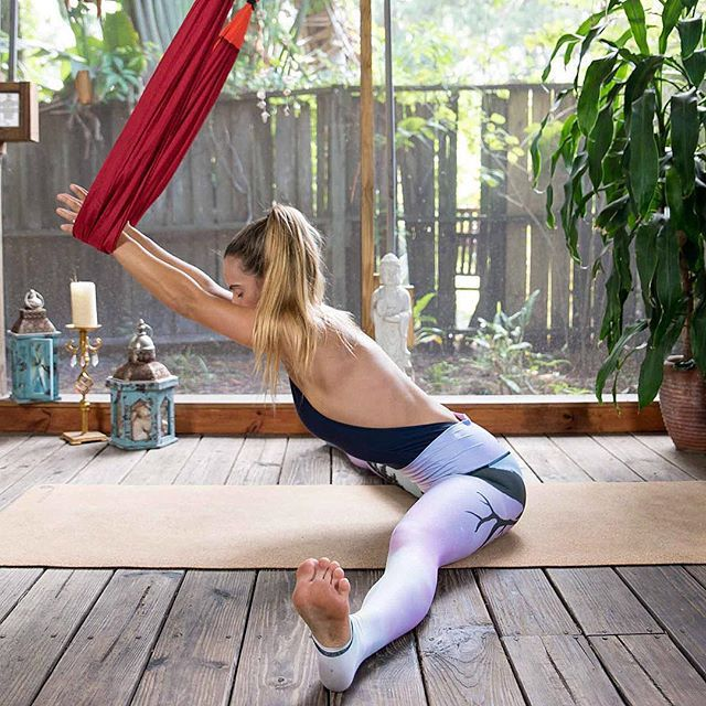 You guysthis stretch with the yogatrapeze from yogabodyfitness is everythinghellip More