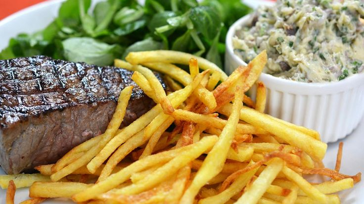 Steak met ansjovisboter, strofrietjes en veldsla