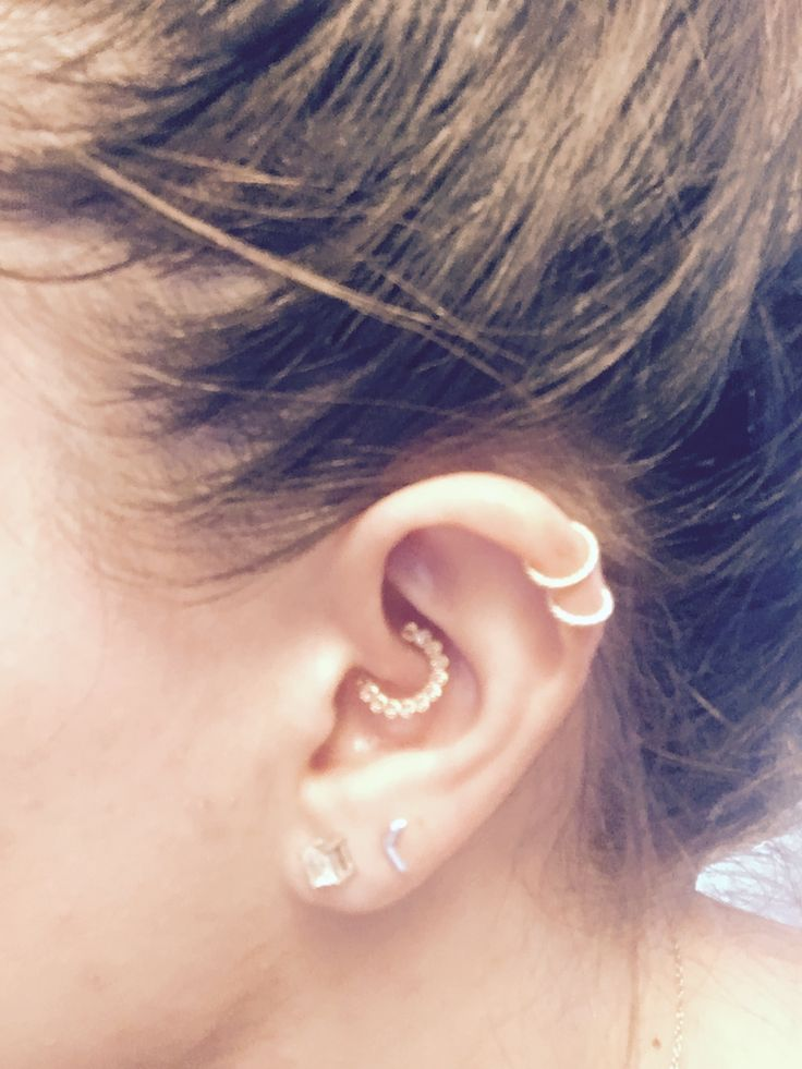My new daith! Love it rose gold and genuine pink satires. Mixing metals ❤️