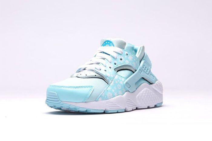 當冬雪落在腳上|Nike Air Huarache 粉藍新鞋款!