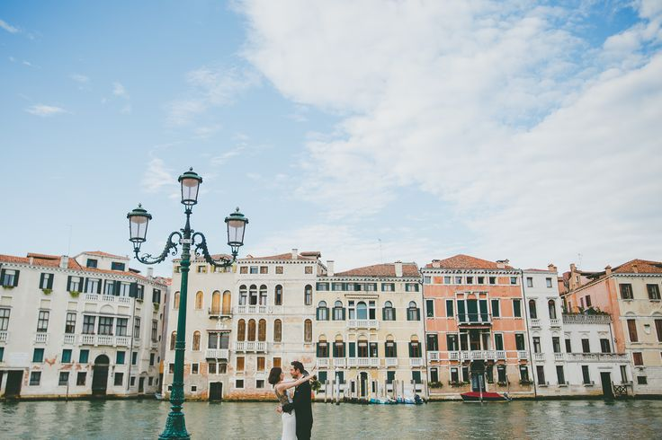 Elopement Venice #elopement #italy #elopetoitaly #venice #weddingvenice #elopementvenice #elopementphotographer #weddingphotographer #destinationwedding #maisonpestea