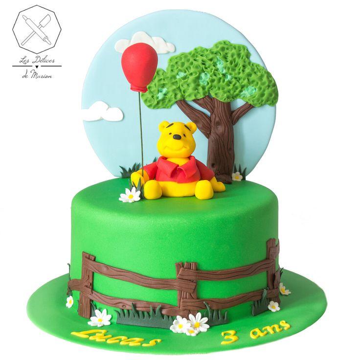 Cake design. Gâteau personnalisé en pâte à sucre sur le thème Winnie l'Ourson. Sugar paste Winnie The Pooh themed cake by Les Délices de Marion.