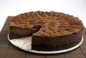 Täyteläinen suklaa-juustokakku on suklaan ystävän unelma!
