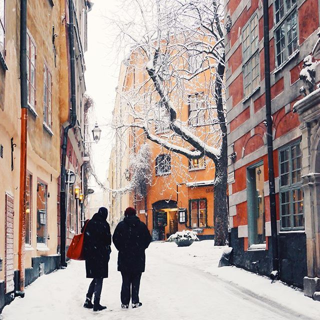 Getting lost in Gamla Stan on a snowy day is ❄️ #visitstockholm