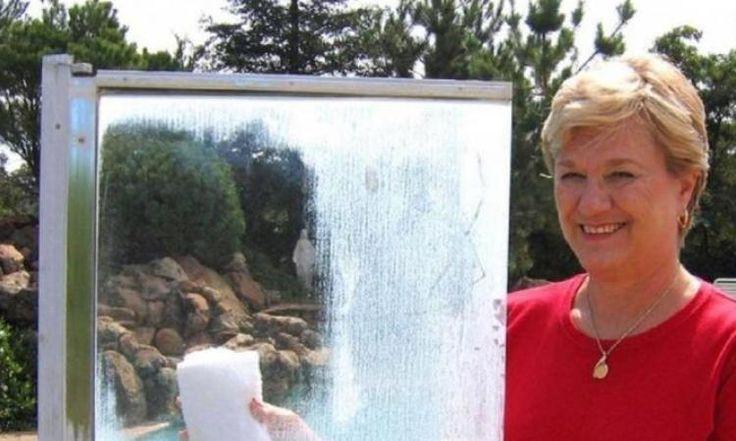 Éliminer les taches d'eau dure sur les portes de douche, avec un truc surprenant!