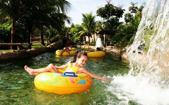 O complexo hoteleiro Rio Quente Resorts, em Goiás, é um destino ideal para o inverno. O parque aquático do estabelecimento contém piscinas com água termal, toboáguas, escorregadores e até praia artificial . Foto: Divugação