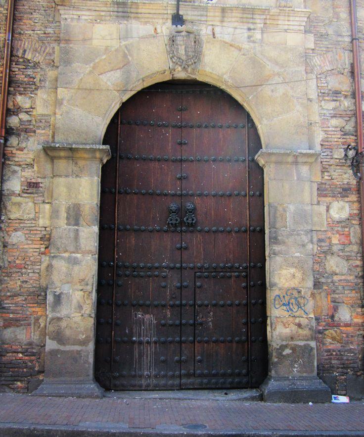 La Candelaria.  Puerta de la Catedral Primada de Bogotá.