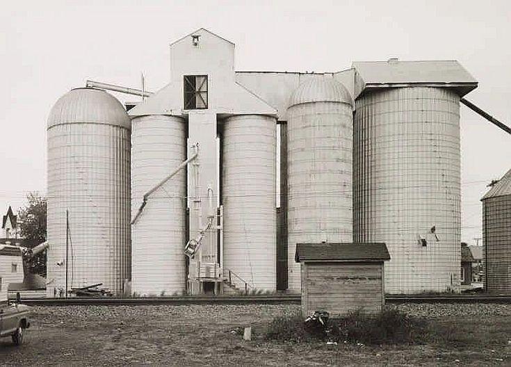 Bernd and Hilla Becher, 'Getreidesilo in Chebanse, Illinois, USA', 1977 - by Lempertz #photography #contemporary