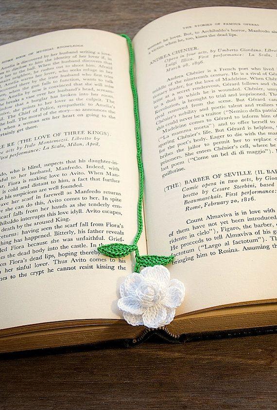 Crochet flower bookmark. :)