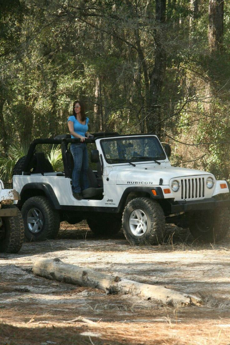 130 best images about jeep girls 10 on pinterest sexy for Sarge automobiles garage serus