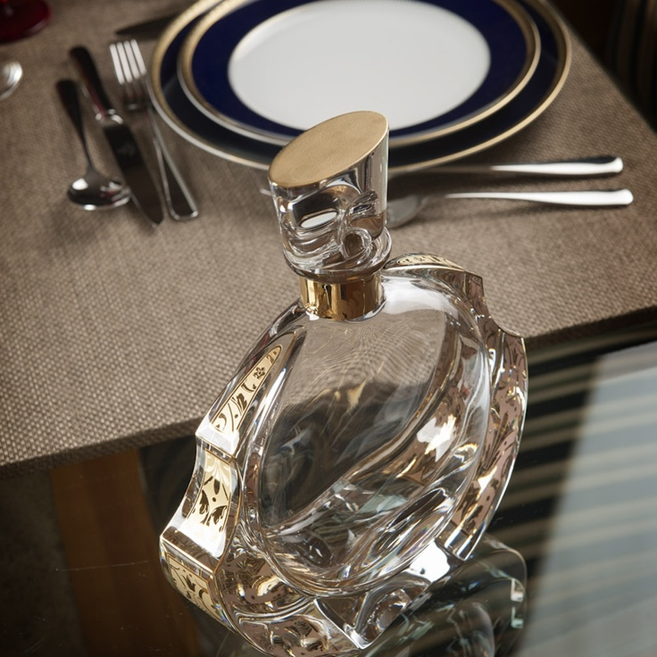 RINASCENTE - Whisky Decanter; Tableware BREST – Home Stylist: Yolanda Noivo/Noir et Chocolat