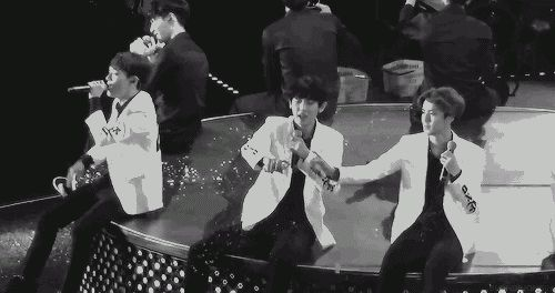 "Sehun and Chanyeol make a ""snow"" heart <3..... aww too cute"