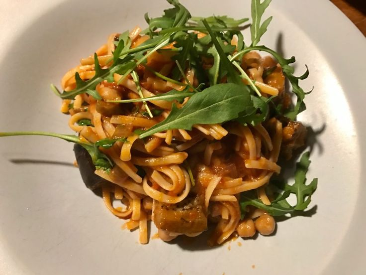 Pasta alla Norma – The Jävligt Gott way | Jävligt gott - en blogg om vegetarisk mat och vegetariska recept för alla, lagad enkelt och jävligt gott.