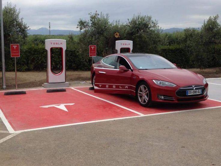 Tesla ya ha desplegado 10 supercargadores en España, el último en Albacete.
