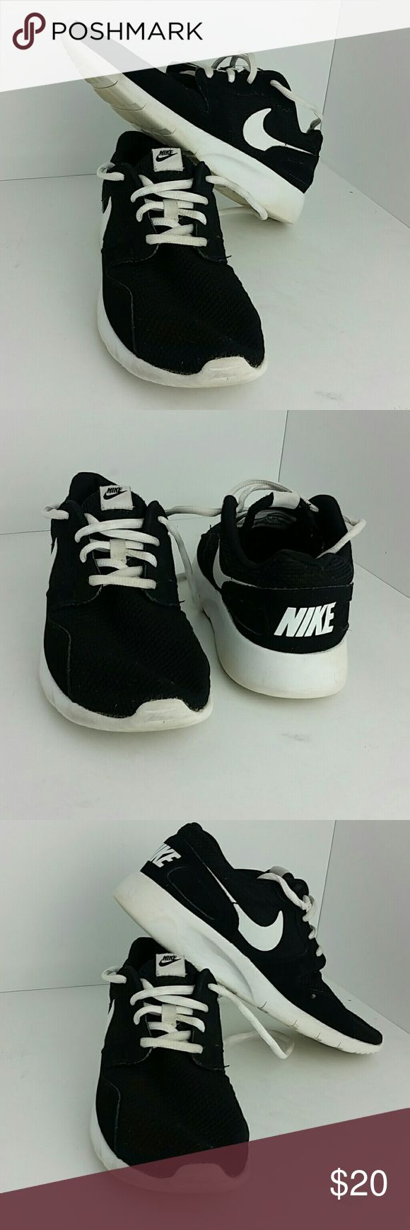 NIKE KAISHI WOMEN/YOUTH SHOES IN GOOD CONDITION WITH MINOR SCUFF WHICH IS NOT NOTICEABLE WHEN YOU HAVE IT ON   THIS IS A YOUTH SIZE 6Y WHICH IS WOMEN SIZE 7.5  SKE # TV NIKE Shoes Athletic Shoes