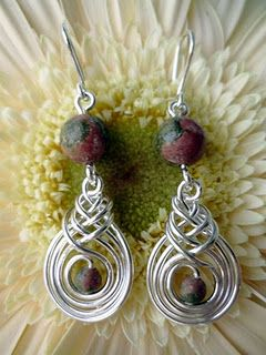 Beautiful Wire Pattern  lovely blog with photo tutorials  though text is in Hungarian
