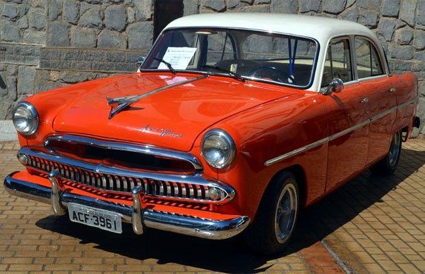 Aero Willys modelo 1962 em encontro de carros antigos de Sertãozinho, SP (Foto: Clayton Castelani/ G1)