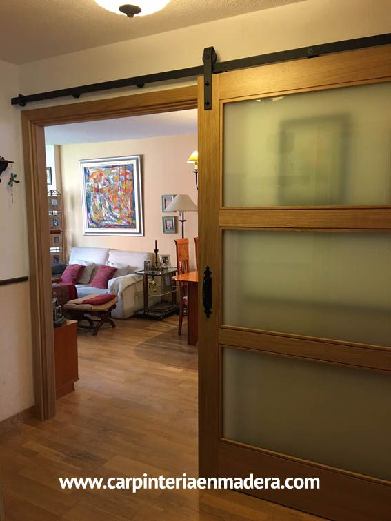 Puerta corredera estilo granero. www.carpinteriaenmadera.com