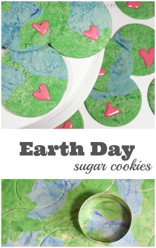 Earth Day Sugar Cookie Recipe - Combine two different colours of cookie dough to make these realistic planet Earth cookies. A delicious way to celebrate Earth Day. | Sugar Cookie Recipe | Planet Earth Cookie | Earth Day Activity for Kids |