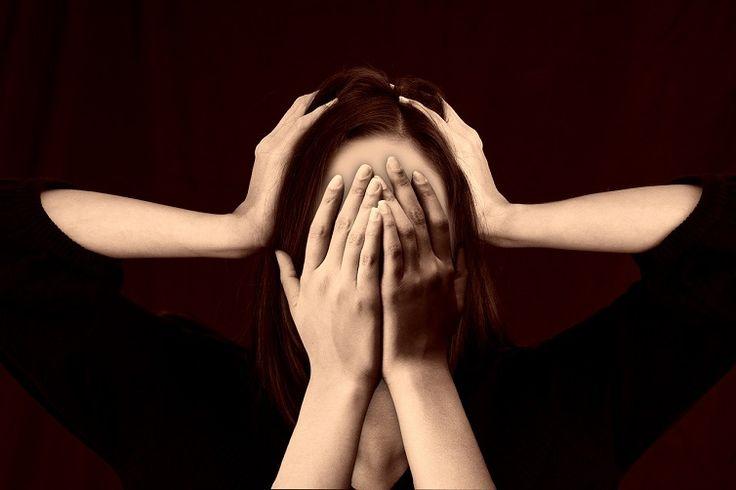 Sajnos a pszichiátria még ma is eléggé zárt világ, módszertana és diagnózisai pedig eléggé szubjektívek ahhoz, hogy az intézetek falai között szinte bármi megtörténhessen.