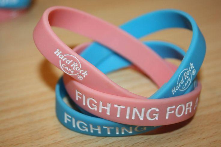 Questi braccialetti rosa e blu, saranno a disposizione nel nostro #RockShop per tutti i mesi di Maggio e Giugno 2015 con una donazione di almeno€ 1.00, il 100% dell'ammontare di tutte le donazioni sarà devoluto all'Airc per la ricerca contro il cancro al seno e il tumore ai testicoli. #Airc #TogetherWeCanFightCancer