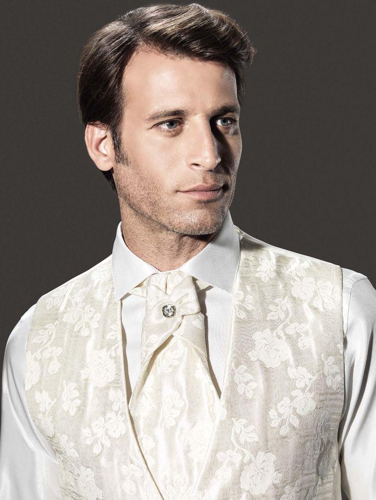 Conjunto de chaleco y pieza de cuello de la firma Sandro Sellini. Disponible en www.sastreriacampfaso.es