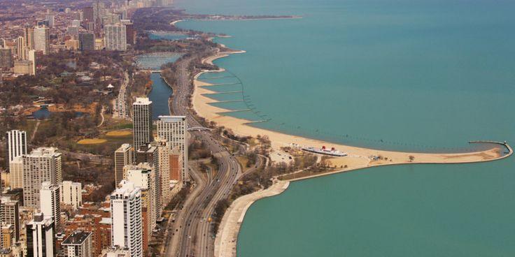 Chicago vista de cima, com Lincoln Park à esquerda e Lago Michigan à direita