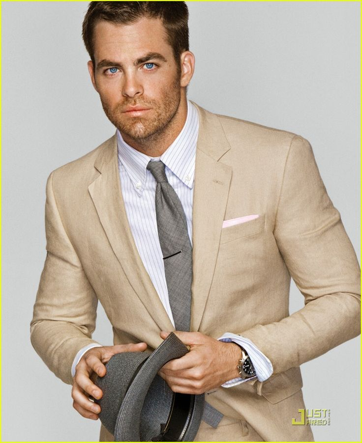 Great look of matching a wheat colored linen suit with a gray cotton tie. Perfect summer!