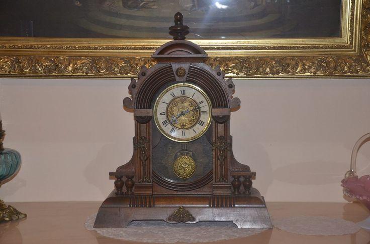 Muhteşem Antika Ahşap Alman Konsol Saati