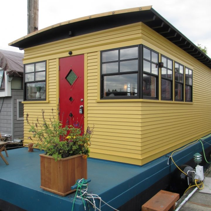 This Tiny House Boat Is What Dreams Are Made Of! Itu0027s Only 480 Square Feet