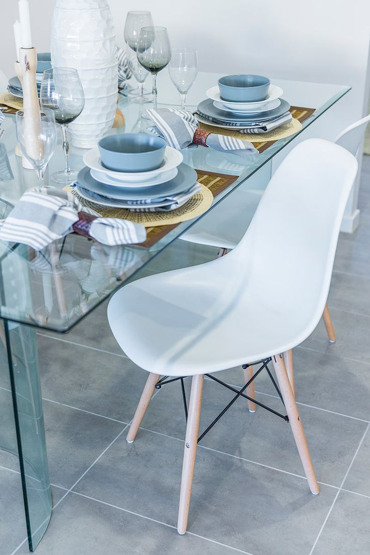This #table #setting is from Ausbuild's Denham display home, the mixture of coastal hues add dimensions to any #dining table.  www.ausbuild.com.au.