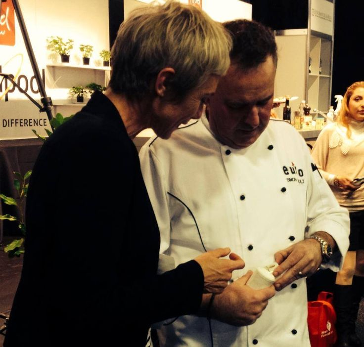 Kati talks spices with restauranteur and Masterchef judge Simon Gault at the Food Show #evoluskincare