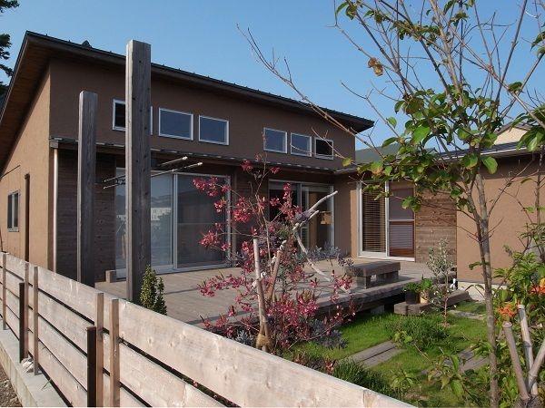 開放的な平屋住宅。開放性・自然素材・土間・庭との繋がり・ウッドデッキ・オール電化etc