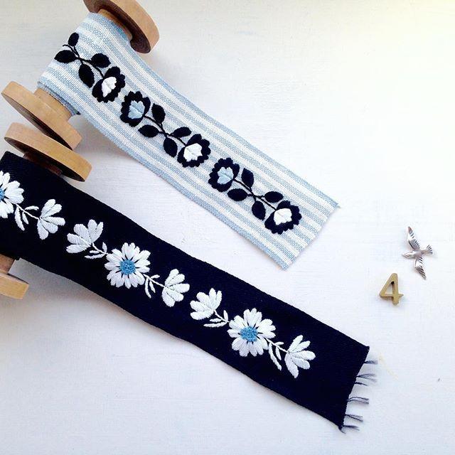 『annasの草花と動物のかわいい刺繍』河出書房新社より 黒いリボンにしっかり刺繍が入ってるのはすごくかわいいんだけど作るとなると、めちゃくちゃ根気が必要。 ・ ・ #刺繍 #リボン #リボン刺繍 #北欧 #東欧 #embroidery #embroidered #needlework #手芸 #ステッチ #stitching #刺しゅう #暮らしを楽しむ #ハンドメイド #자수 #вышивка #broderie #ししゅう #日々 #手作り #ハンドメイド #手芸 #ハンドメイド #刺繡 #ほっこり #刺繍部 #刺繍糸 #ハンドメイド部