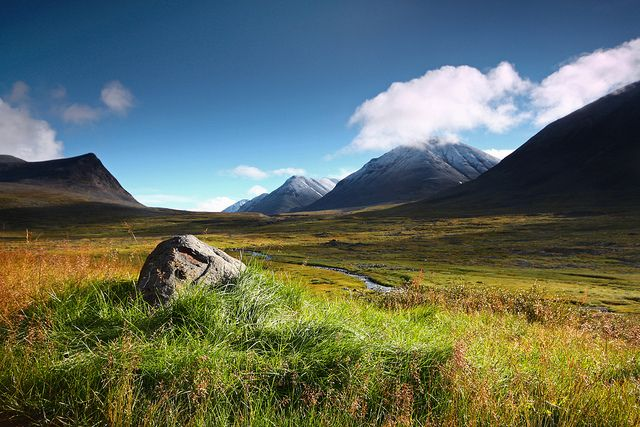 A lovely morning at Sälka in Kungsleden (King's trail) in northern Sweden (by Rhombendodekaeder).