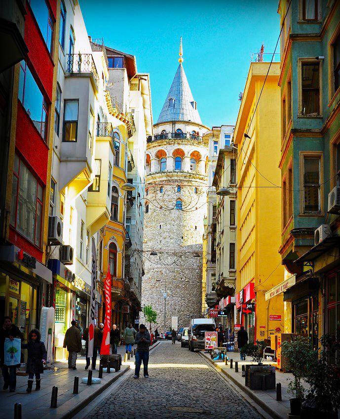 Bugün manzaramız bu şekilde :)  Peki sizin ki nasıl? Beyoğlundan sevgiler #elanhotelistanbul #beyoğlu #taksim #galata #otel