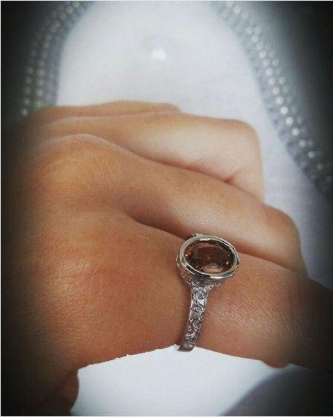 Kenarları İşlemeli Küçük Sıvama Model Oval Zultanit Yüzük Fiyat : 100.00 TL  SİPARİŞ için  www.besengumus.com www.besensilver.com  İLETİŞİM için  Whatsapp : 0 544 641 89 77 Mağaza : 0 262 331 01 70  Maden: 925 Ayar Gümüş Taş: Zultanit Kaplama: Beyaz Rodaj  Besen Gümüş  #besen #gümüş #takı #aksesuar #kenarları #işlemeli #küçük #sıvama #model #oval #zultanit #yüzük #kadın #izmit #kocaeli #istanbul #besengumus #besensilver #tasarım #moda #onlinealışveriş #alışveriş #pinterest #türkiye #turkey