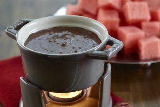 Fondue piquante au chocolat noir et au melon d'eau